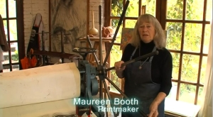 Anglo-Spanish master printmaker, Maureen Booth, in her Granada studio